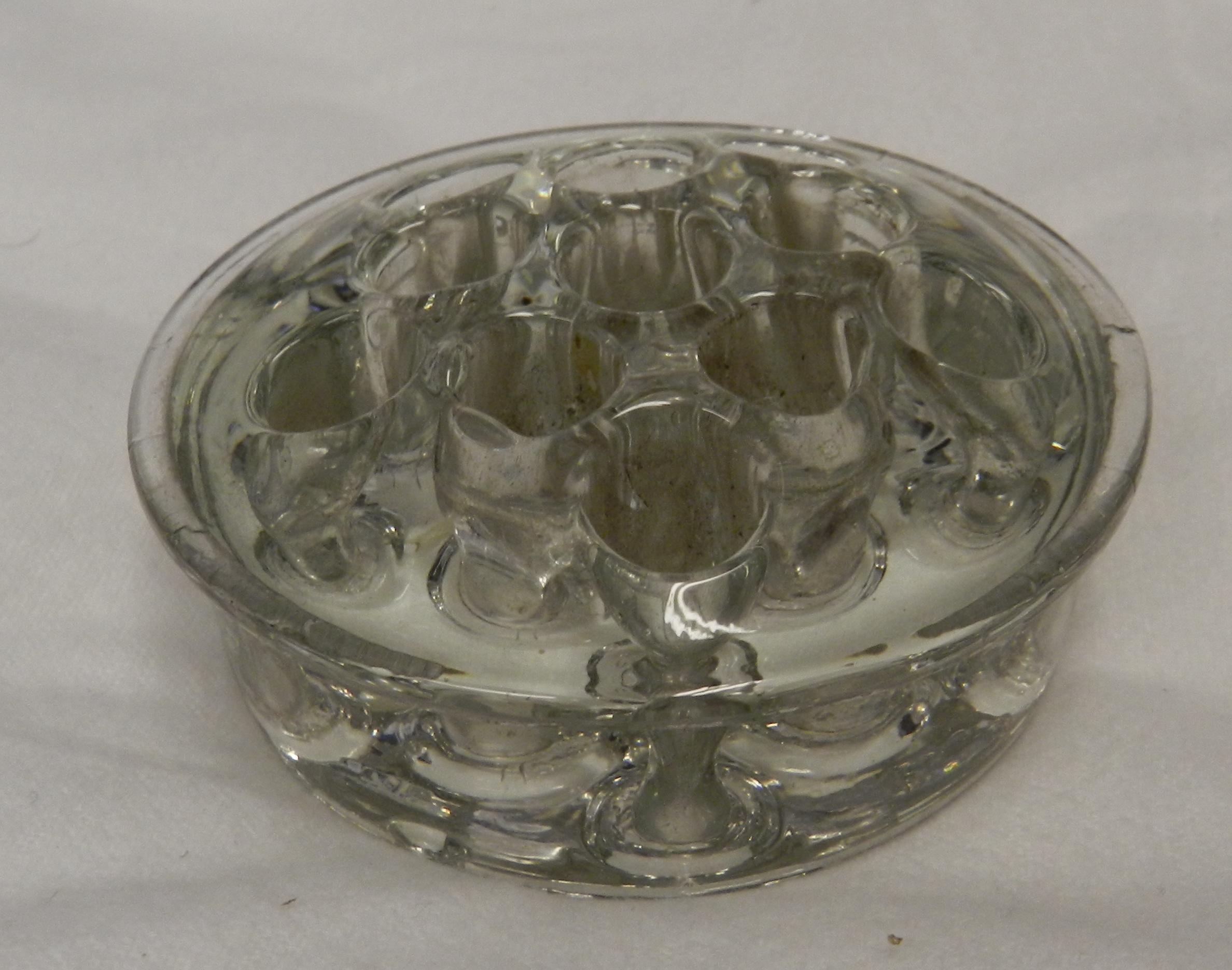 vintage shallow round clear glass flower frog vase ebay. Black Bedroom Furniture Sets. Home Design Ideas